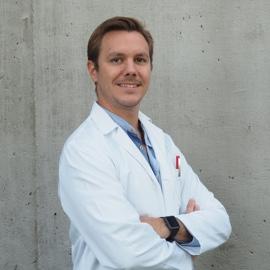 Dr. Luis Olivares